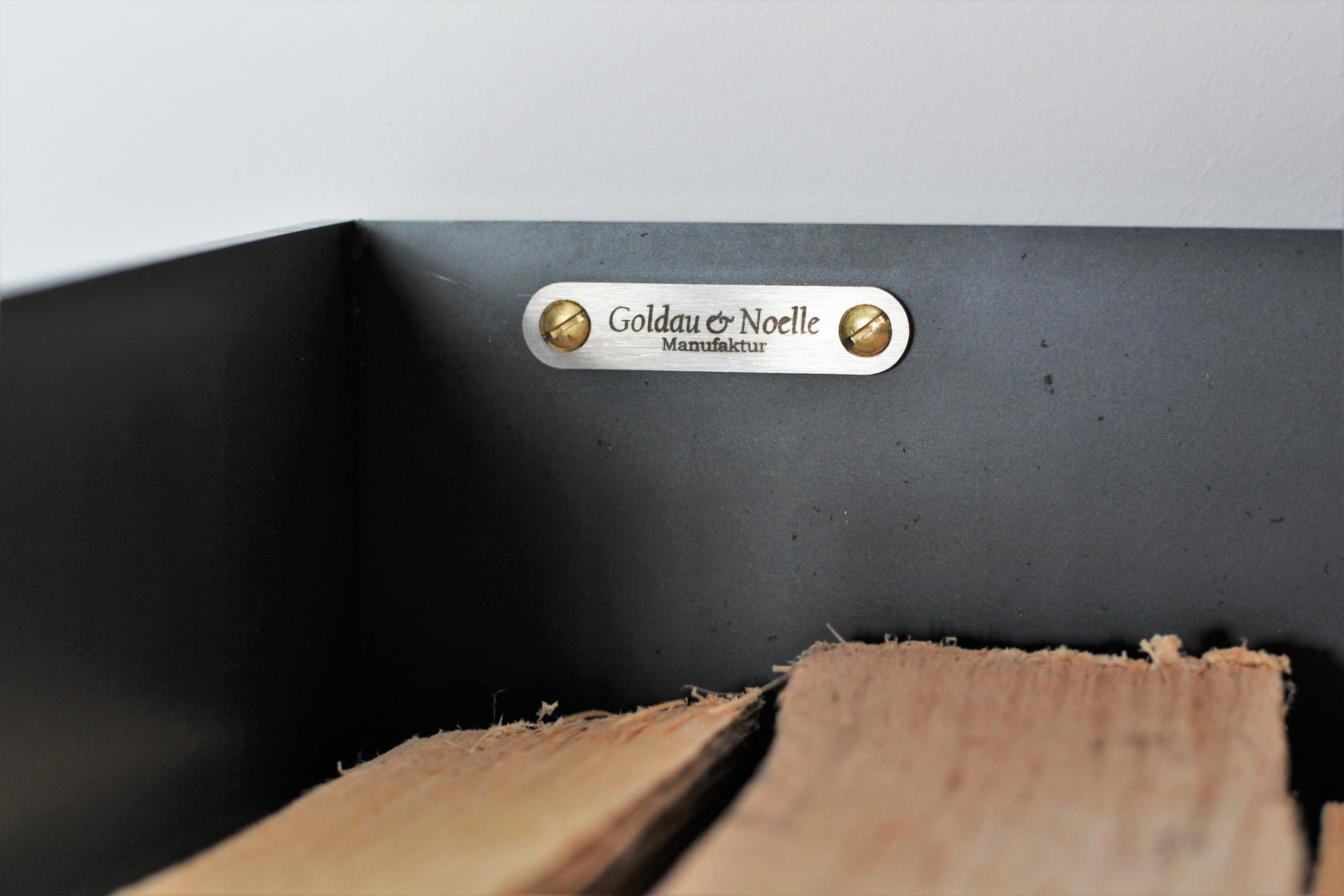 kaminholzregal ferro aus metall f r innen goldau noelle manufaktur. Black Bedroom Furniture Sets. Home Design Ideas