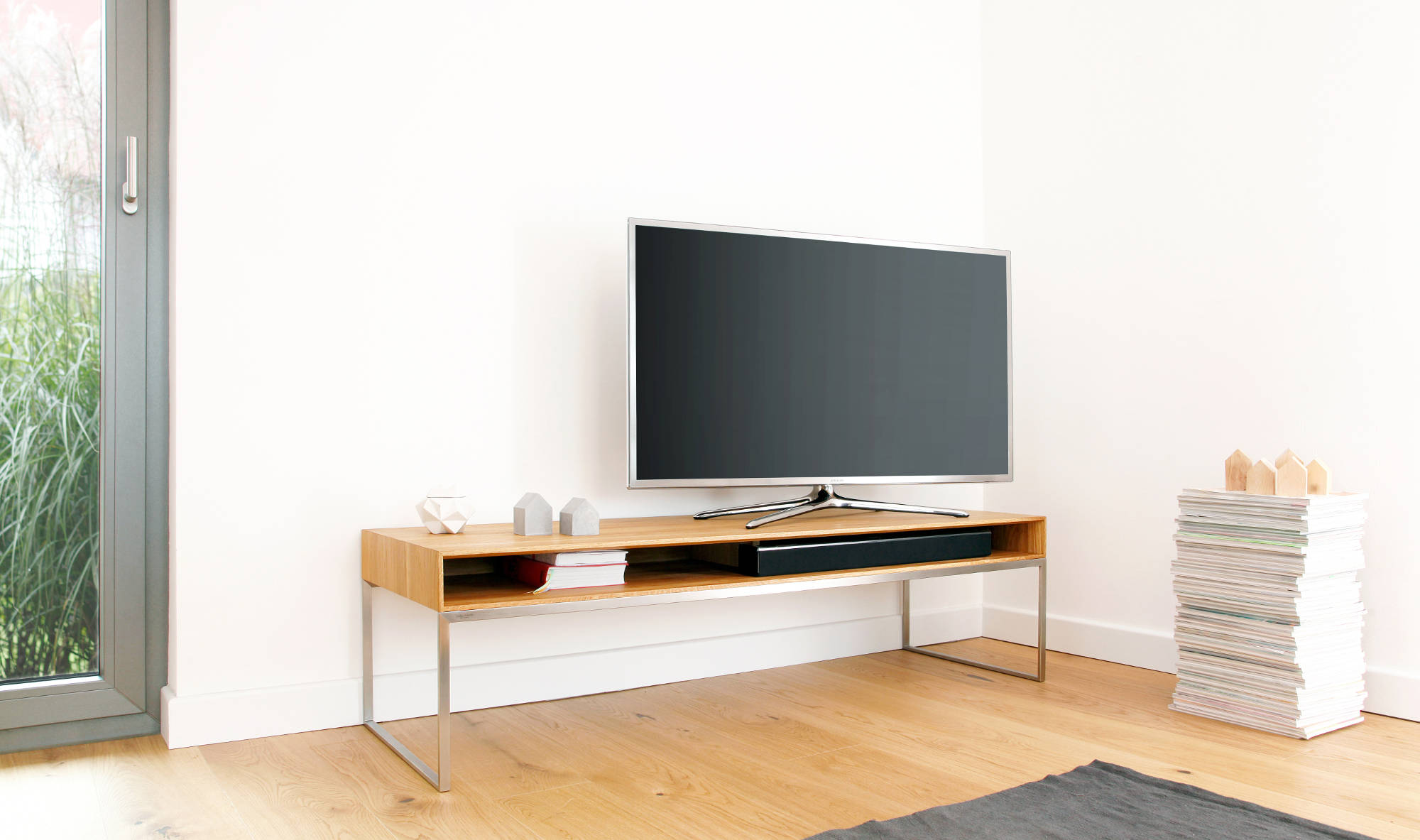 tv lowboard jano aus massivholz nach ma goldau noelle. Black Bedroom Furniture Sets. Home Design Ideas